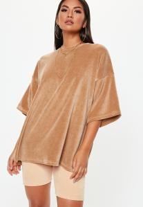 https://www.missguided.eu/camel-velour-drop-shoulder-oversized-tshirt-10112667